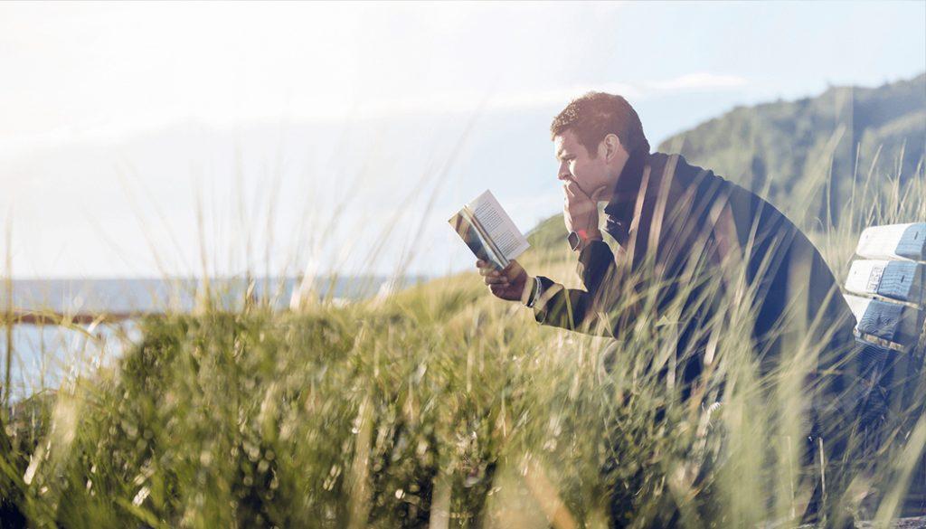 یک آگنوستیک در حال مطالعه کتاب